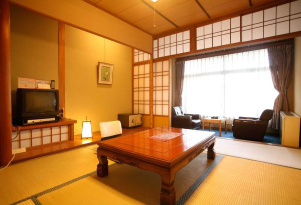 Japanese style 8 tatami room (old building)