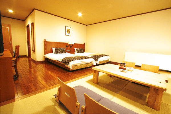 Japanese & Western style room for families and groups